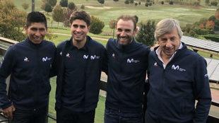 Eusebio Unzué, a la derecha, junto a los líderes del equipo hoy en...