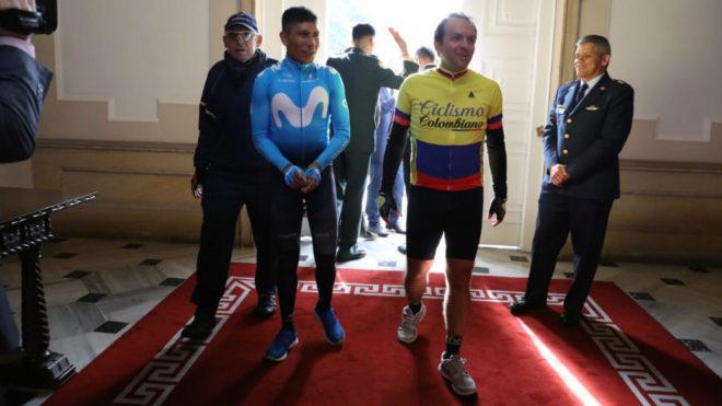 El estelar colombiano llegó en bicicleta a Palacio de Nariño donde...
