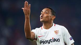 Luis Fernando Muriel festeja un tanto con Sevilla.