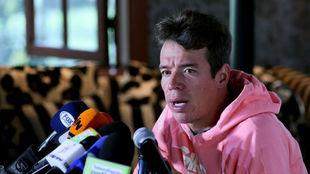 Rigoberto Urán comparece ante los medios en rueda de prensa.
