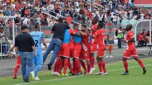 Los jugadores de Cortuluá celebran el tanto del triunfo.