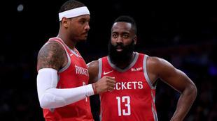 Carmelo Anthony junto a James Harden en un partido de los Rockets /...