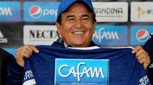 Jorge Luis Pinto posa durante su presentación como entrenador del...