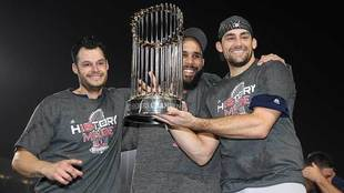 Jugadores de Boston festejan la Serie Mundial ante Dodgers