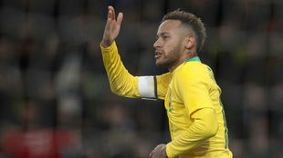 Neymar celebra su gol