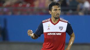 Abel Aguilar en un encuentro con el Dallas F.C.