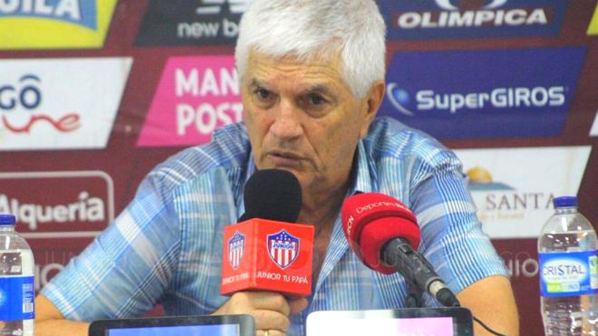 Julio Avelino Comesaña, director técnico de Junior, en conferencia...