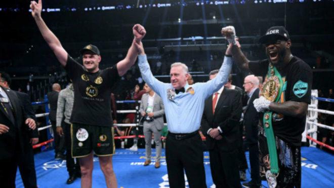 Tyson Fury y Deontay Wilder en el momento de la decisión / Getty