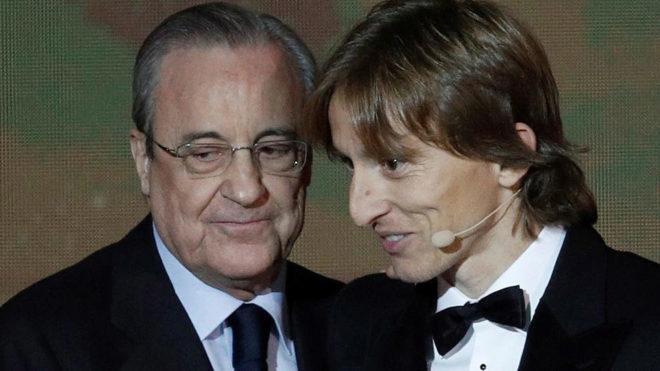 Florentino Pérez y Luka Modric, en la gala del Balón de Oro.