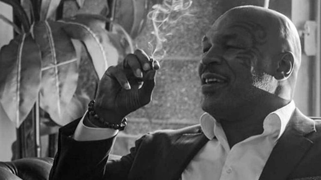 Mike Tyson fumando / Instagram (@miketyson)