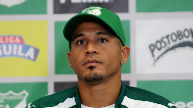 Macnelly Torres en una rueda de prensa con el Deportivo Cali.
