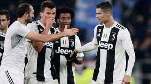Cuadrado celebra junto a Cristiano, Mandzukic y Chiellini un gol de la...