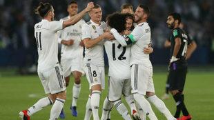 Festejo del equipo Merengue en Emiratos Árabes Unidos