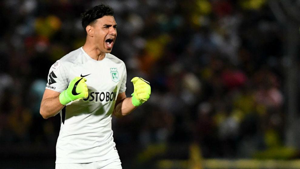Fernando Monetti celebra un gol con Nacional