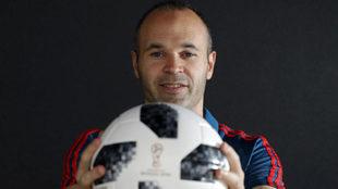 Iniesta posa para MARCA durante el Mundial de Rusia
