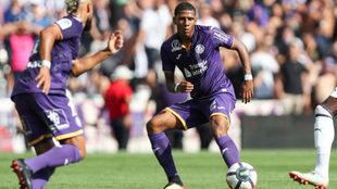 Todibo, durante un partido con el Toulouse