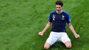 Pavard celebra un gol con Francia en el Mundial de Rusia