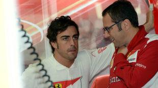 Alonso y Domenicali, durante el Gran Premio de Alemania 2012 / RV...