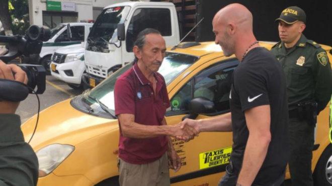 Un taxista le devolvió 2600 dólares al entrenador Sebastián Méndez