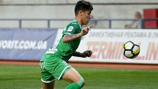 Jorge Carrascal en un partido con el Karpaty