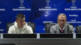 Nicolás Benedetti junto a Gerardo Pelusso en rueda de prensa por Copa...