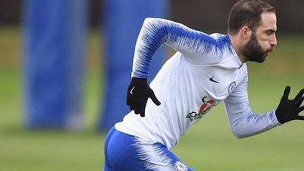 Higuaín, titular con el Chelsea