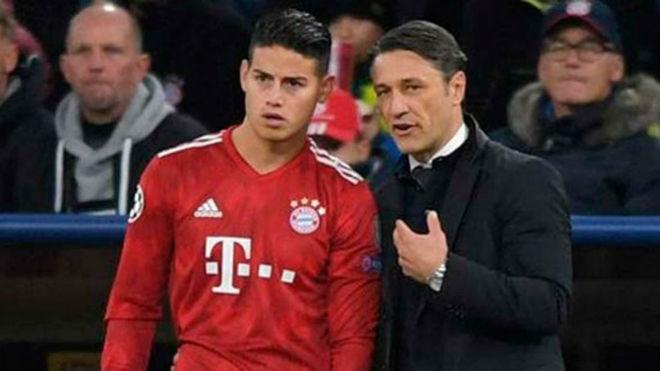 Kovac da instrucciones a James durante un partido