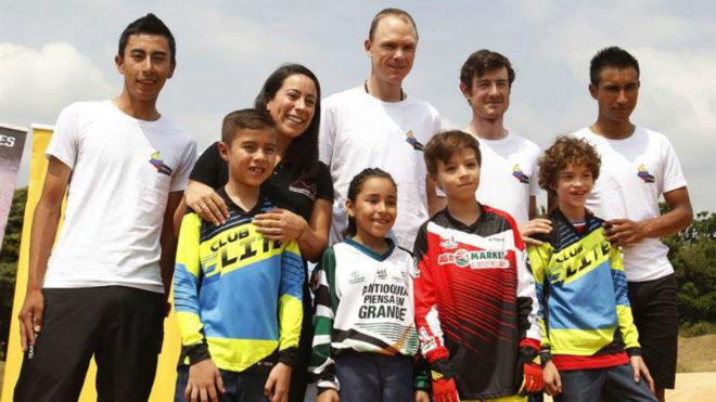 Froome junto a 'La Tata' Pajón, Iván Ramiro Sosa, Jhonatan Narváez,...