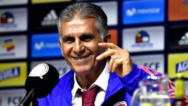 Carlos Queiroz sonríe durante su presentación como nuevo DT de la...