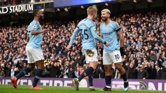 Agüero, Zinchenko y Sterling celebran uno de los goles del City