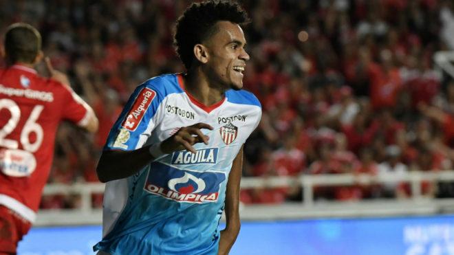 Luis Díaz corre a festejar el tanto de Fabián Sambueza