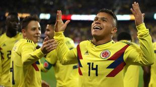 Juan Camilo Hernández festeja un gol con la Selección Colombia de...