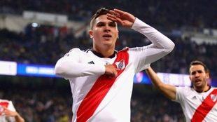 Quintero celebra un gol con River