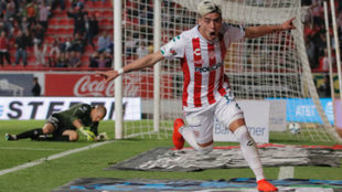 Brian Fernández celebrando un gol