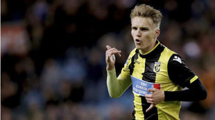 Odegaard celebra un gol con el Vitesse