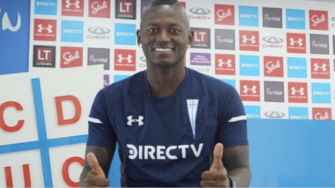 Duvier Riascos posa con la camiseta de su nuevo club.