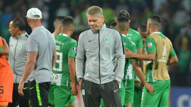 Autuori y el resto de jugadores de Nacional se lamentan por la...