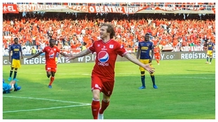 Aristeguieta celebra uno de sus goles al DIM