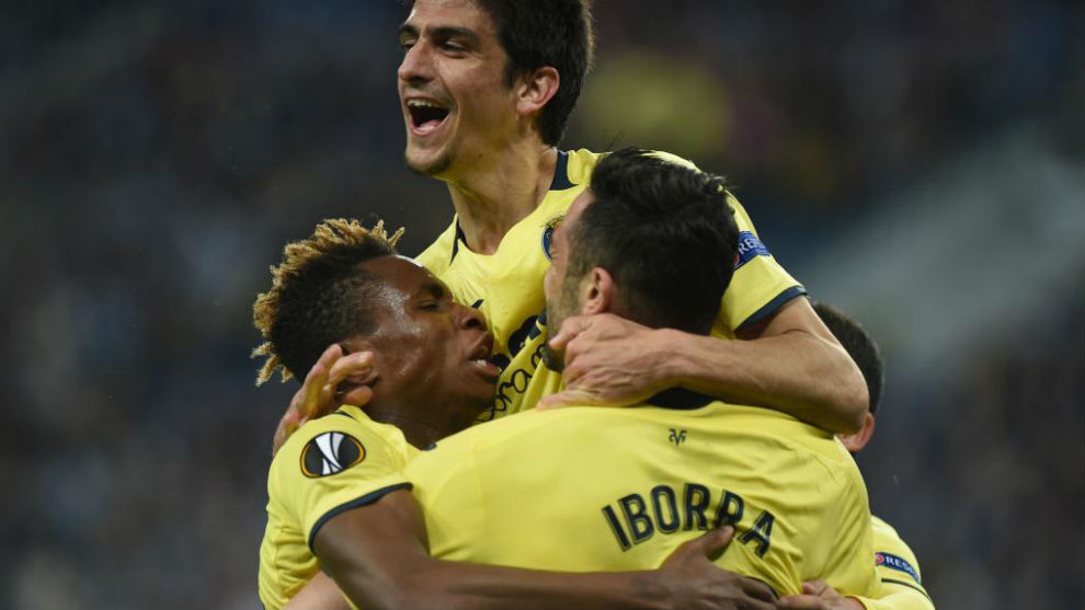 Los jugadores del Villarreal celebran uno de sus goles.