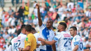Stiven Barreiro celebra su tanto ante Pachuca.