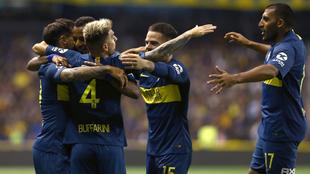 Los juegadores de Boca Juniors festejan un gol