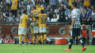 Tigres sigue al frente al rescatar un empate en el Clásico Regio