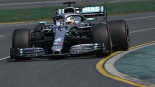 Hamilton, con su Mercedes
