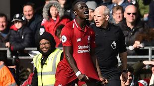 Así celebró Mané el primer gol del Liverpool contra el Fulham.