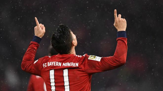 Resultado de imagen para El Bayern golea al Maguncia con triplete de James y sigue líder