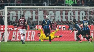 Así marcó Lautaro el 1-3 para el Inter desde el punto de penalti.