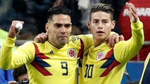 Falcao y James celebran un gol con Colombia