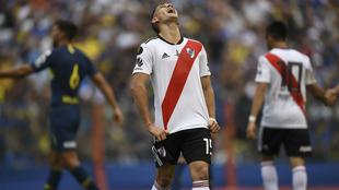 Santos Borré se lamenta tras ser amonestado en el juego de ida.