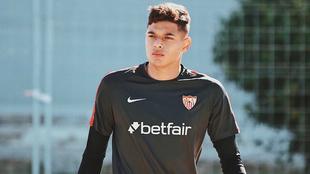 'Lucho' García con la camiseta de su club Sevilla.