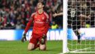 Thibout Courtois, de rodillas en un juego con el Real Madrid.